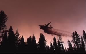 Bomber dropping liquid fire retardant