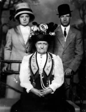 Clara Crowhurst with son F Elmor and dil Melva