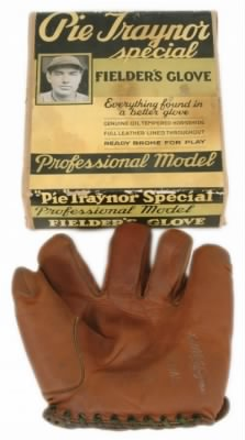 Pie Traynor Glove