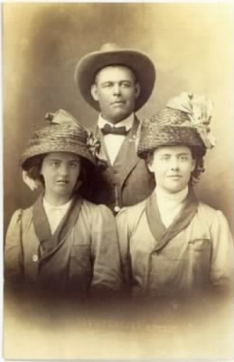Henry Spencer, wife Joanna (r), Daughter Gretta(l).jpg