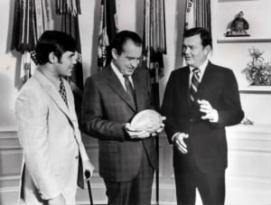 Freddie Steinmark (from left), President Richard Nixon and Darrell Royal.jpg