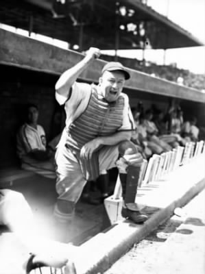 Charles Hartnett of the Chicago Cubs, circa Sept. 29, 1939.jpg