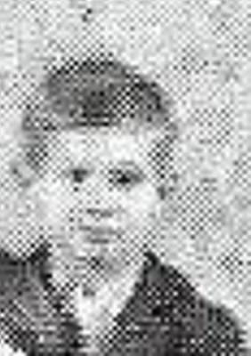 Gooding George with grade school class  close up  by himself 1928.jpg