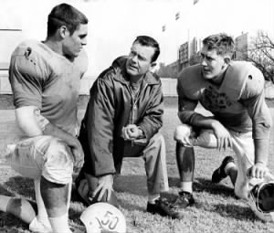 Darrell Royal, chats with David McWilliams, left, and Scott Appleton.jpg